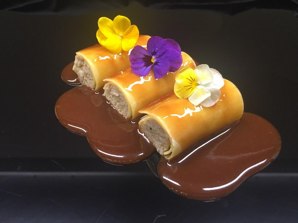 Canelones de confit de pato y foie con salsa de pedro ximenez