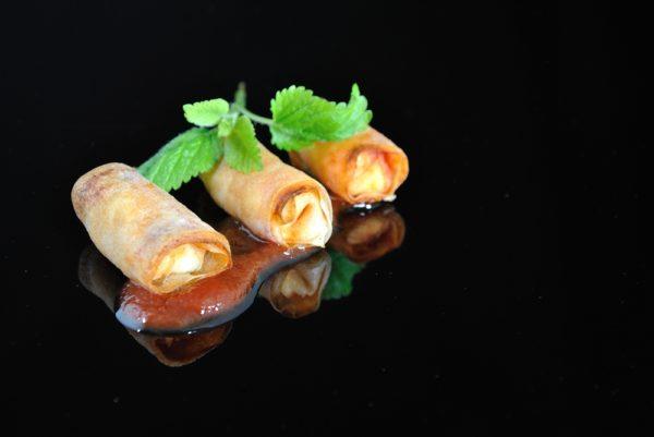 Rollito de queso de cabra con confitura de tomate