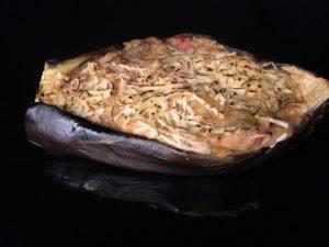 Aubergines farcies a la viande avec une sauce bechamel et du fromage
