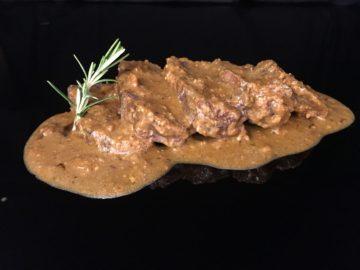 Carrillera de ternera con salsa de pesto rojo