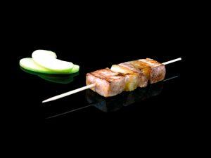 Brochette de filet de porc, pomme et barbacue