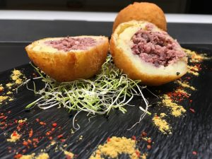 Bomba de patata y morcilla