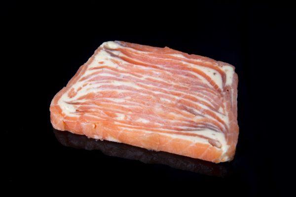 Mosaico de salmon ahumado a la mantequilla de anchoas